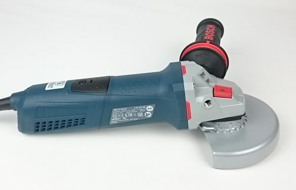 Foto von der rechten Seite des Bosch GWS 13-125 CIE Winkelschleifer