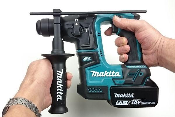Foto von der kompakten Bauform des Makita DHR171 Akku Bohrhammer